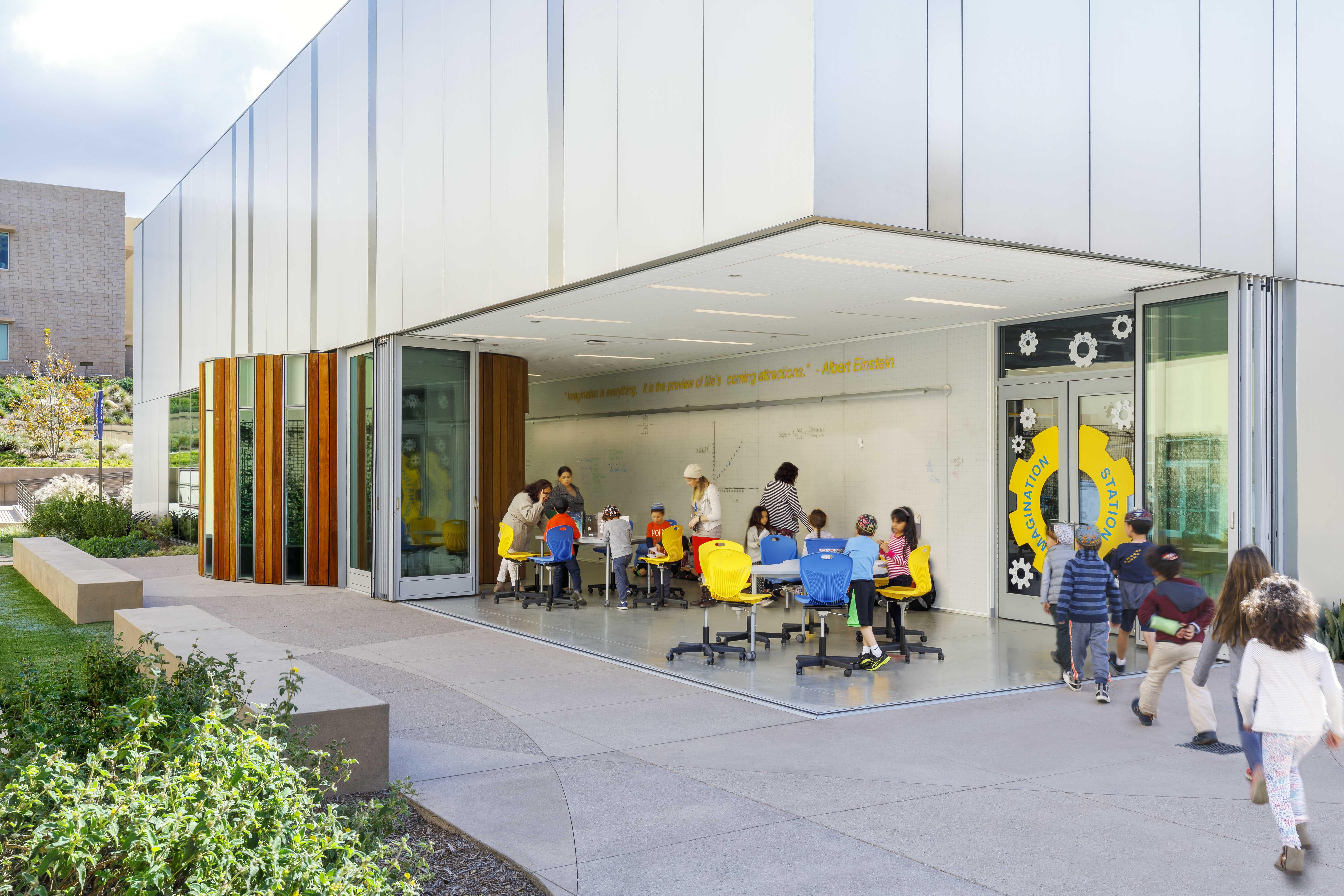 open-corner-outdoor-flexible-classroom-with-sliding-glass-wall
