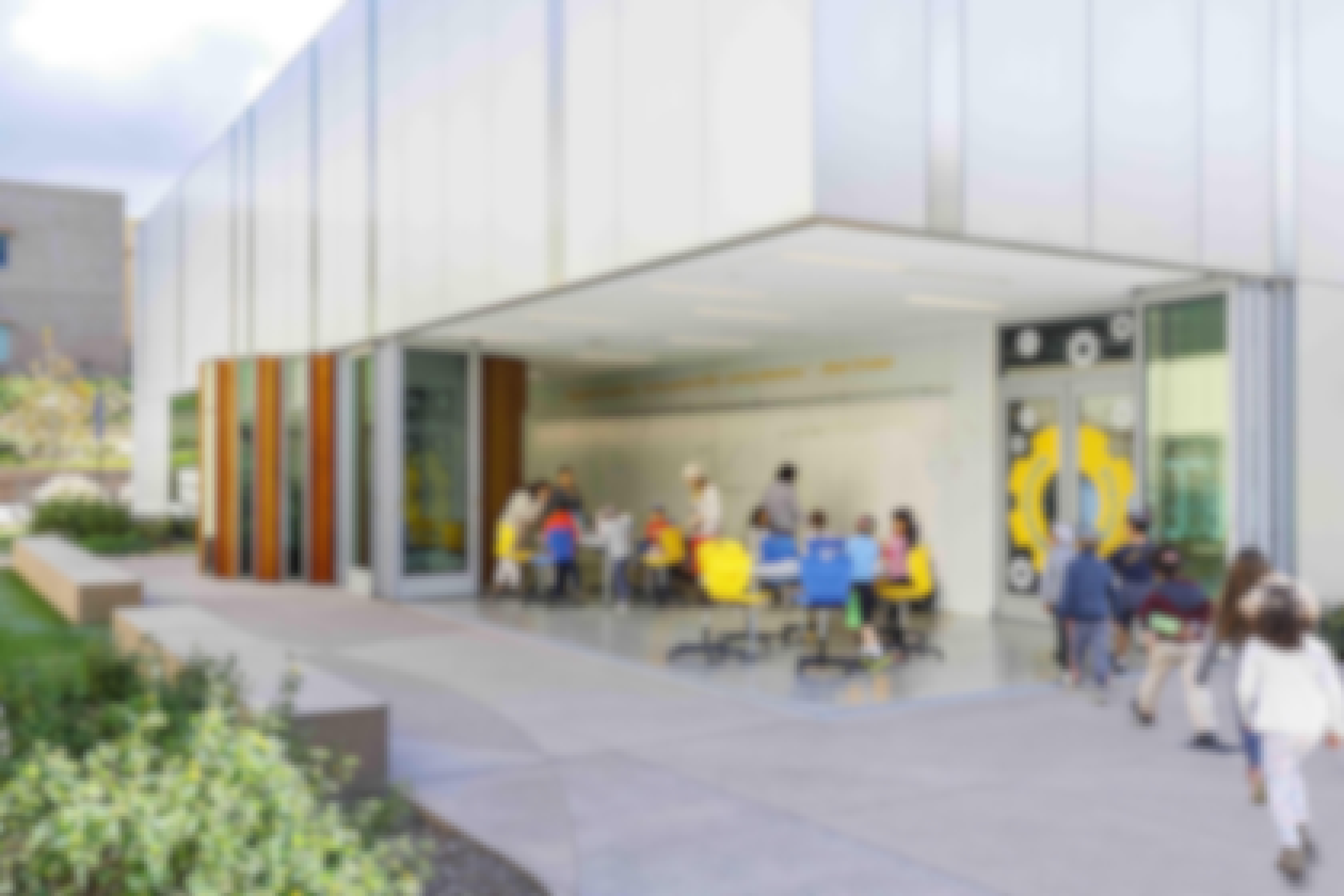 open-corner-sliding-glass-wall-in-outside-classroom