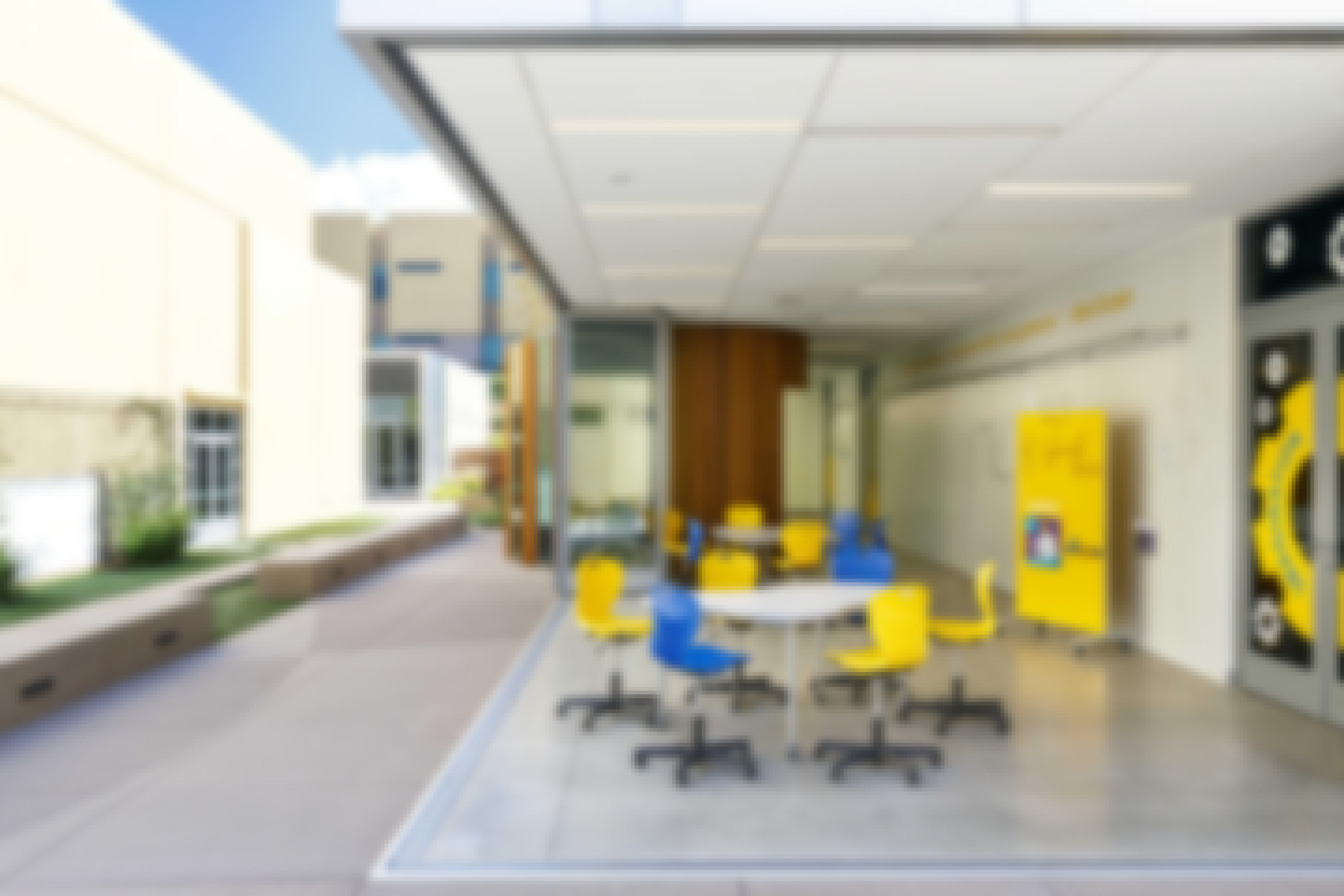 21st-century-classroom-design-with-sliding-glass-wall