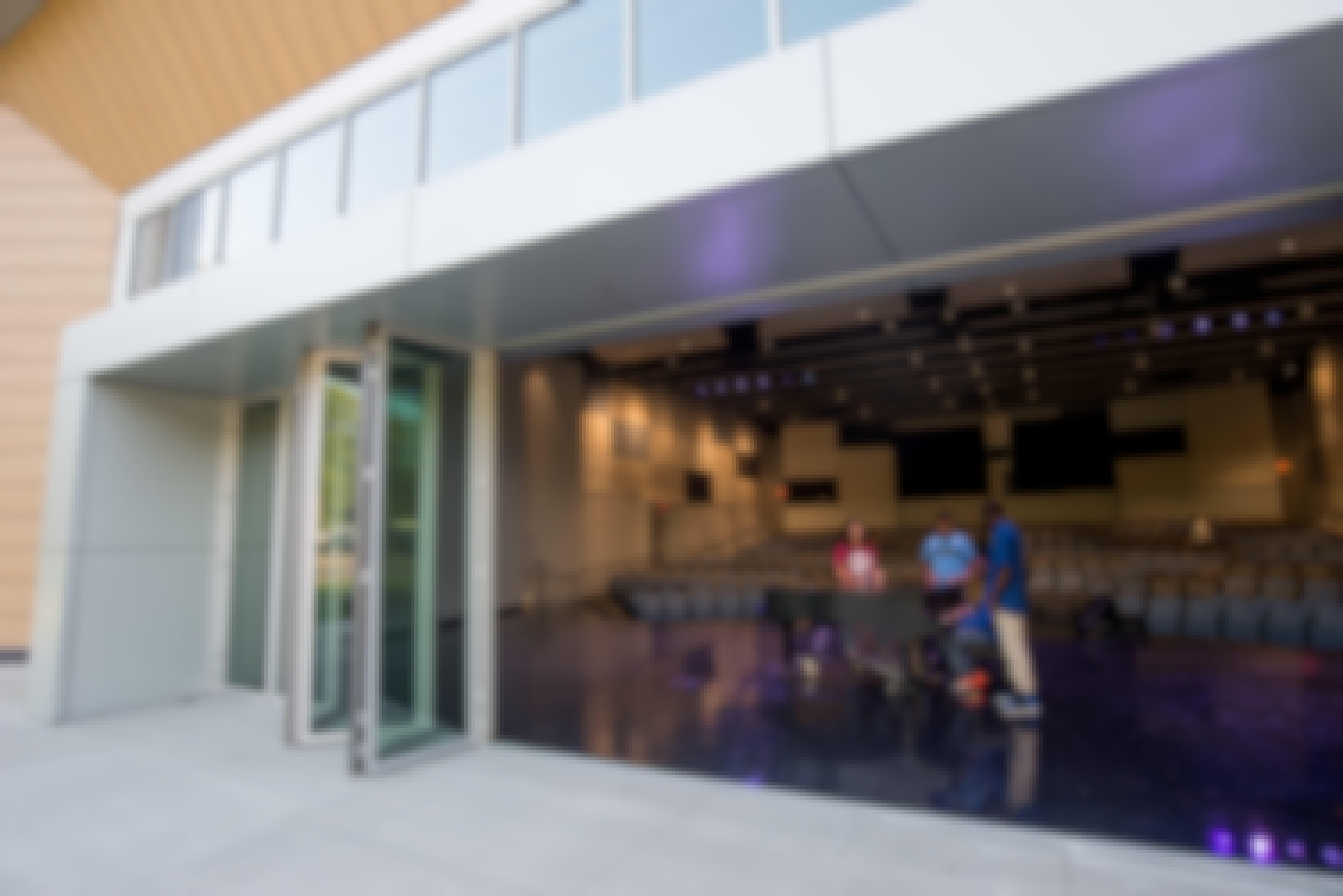 indoor-outdoor-educational-performance-space