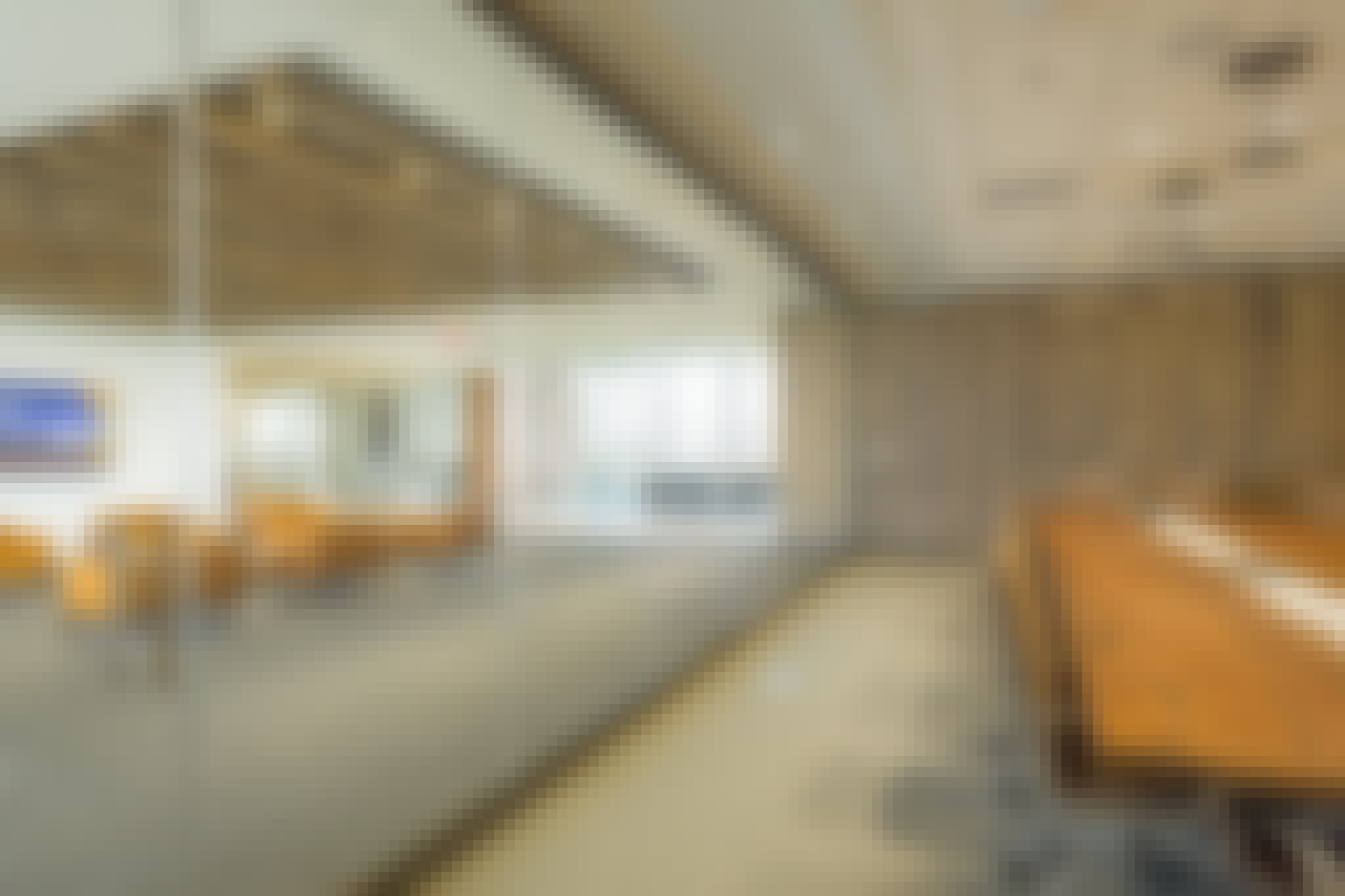 interior glass walls for offices reduces aerosol transmission