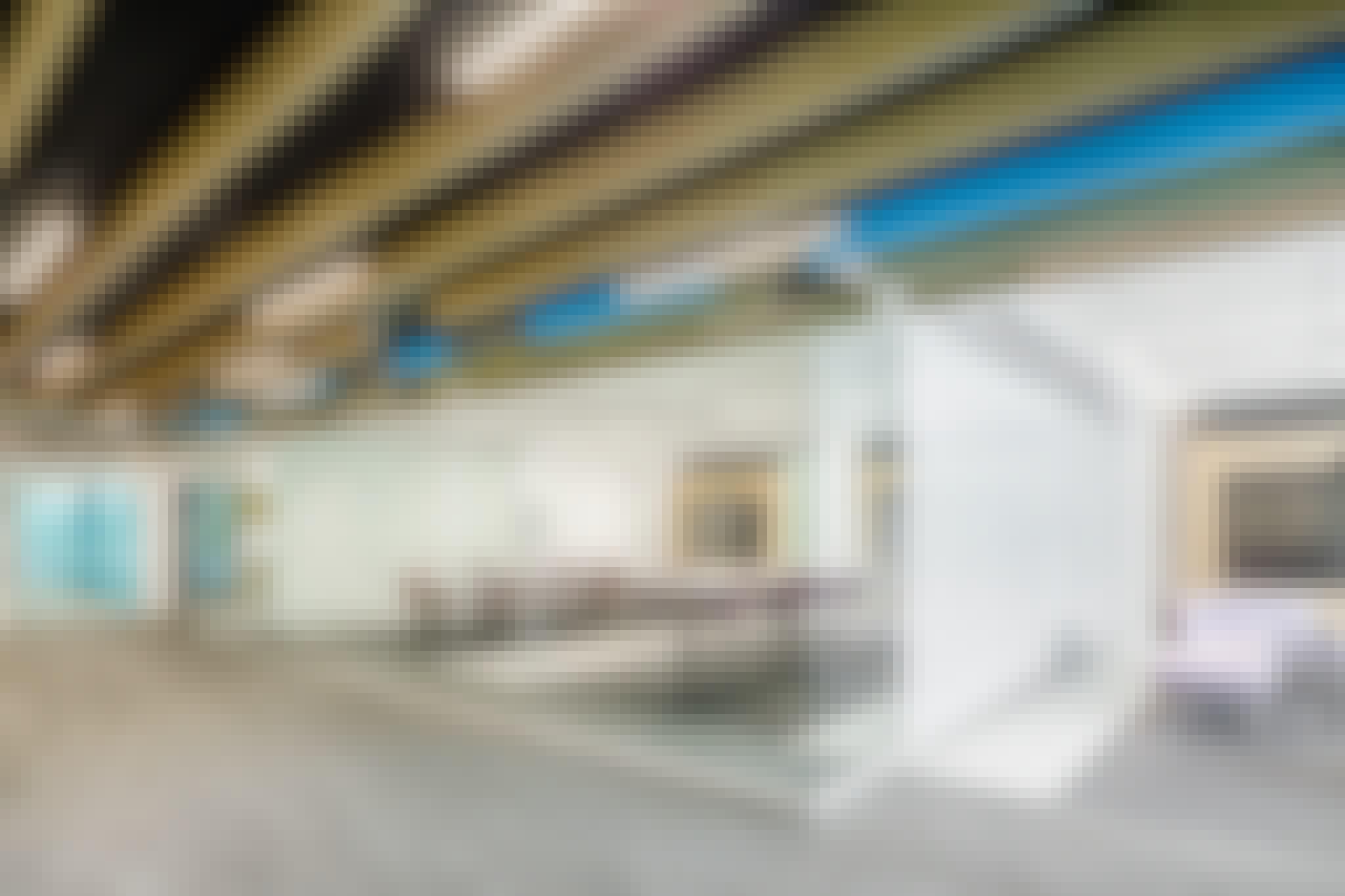 reduce aerosol spread with retractable interior glass walls