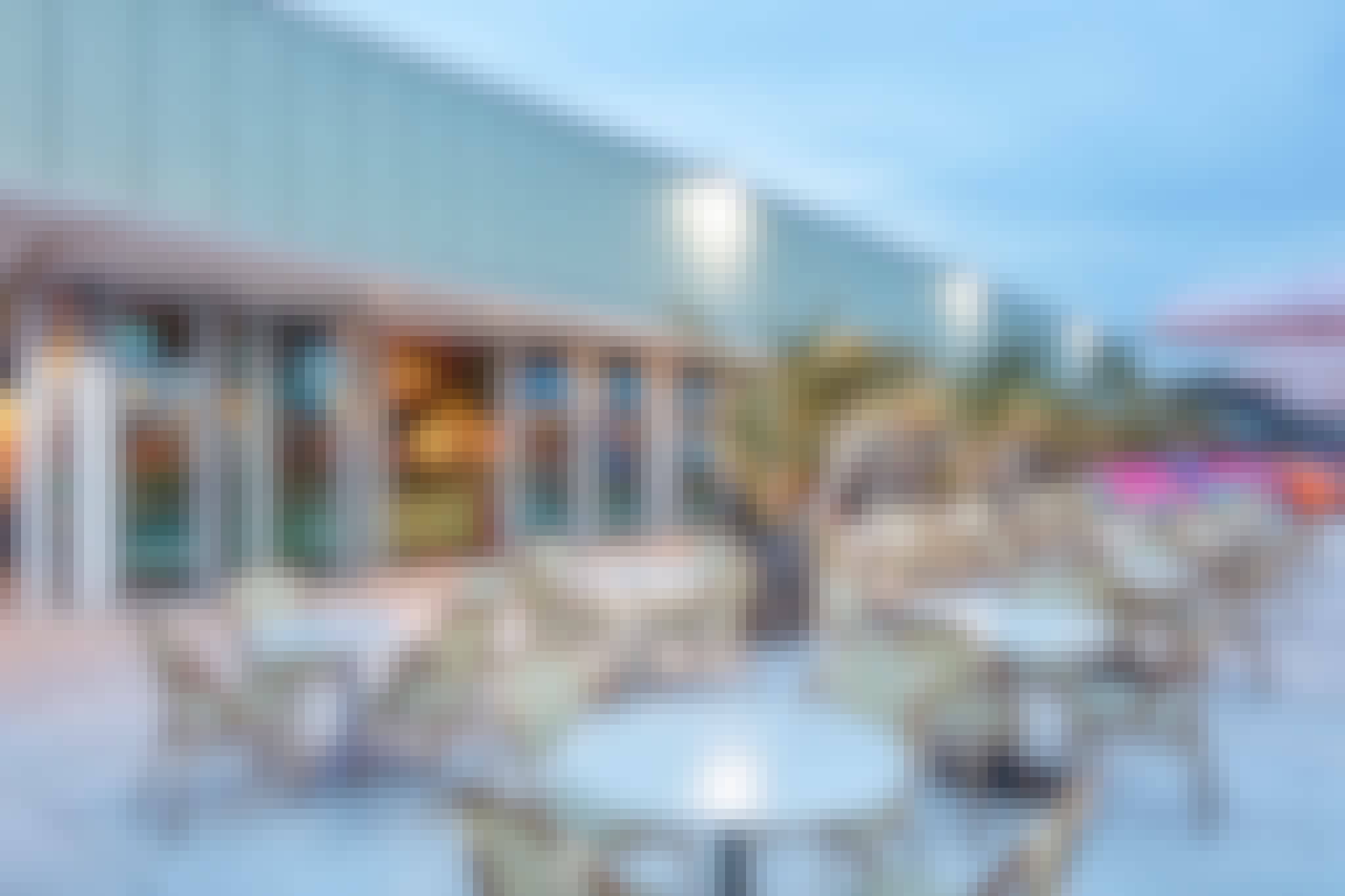 NanaWall commercial glass walls use in rooftop bar
