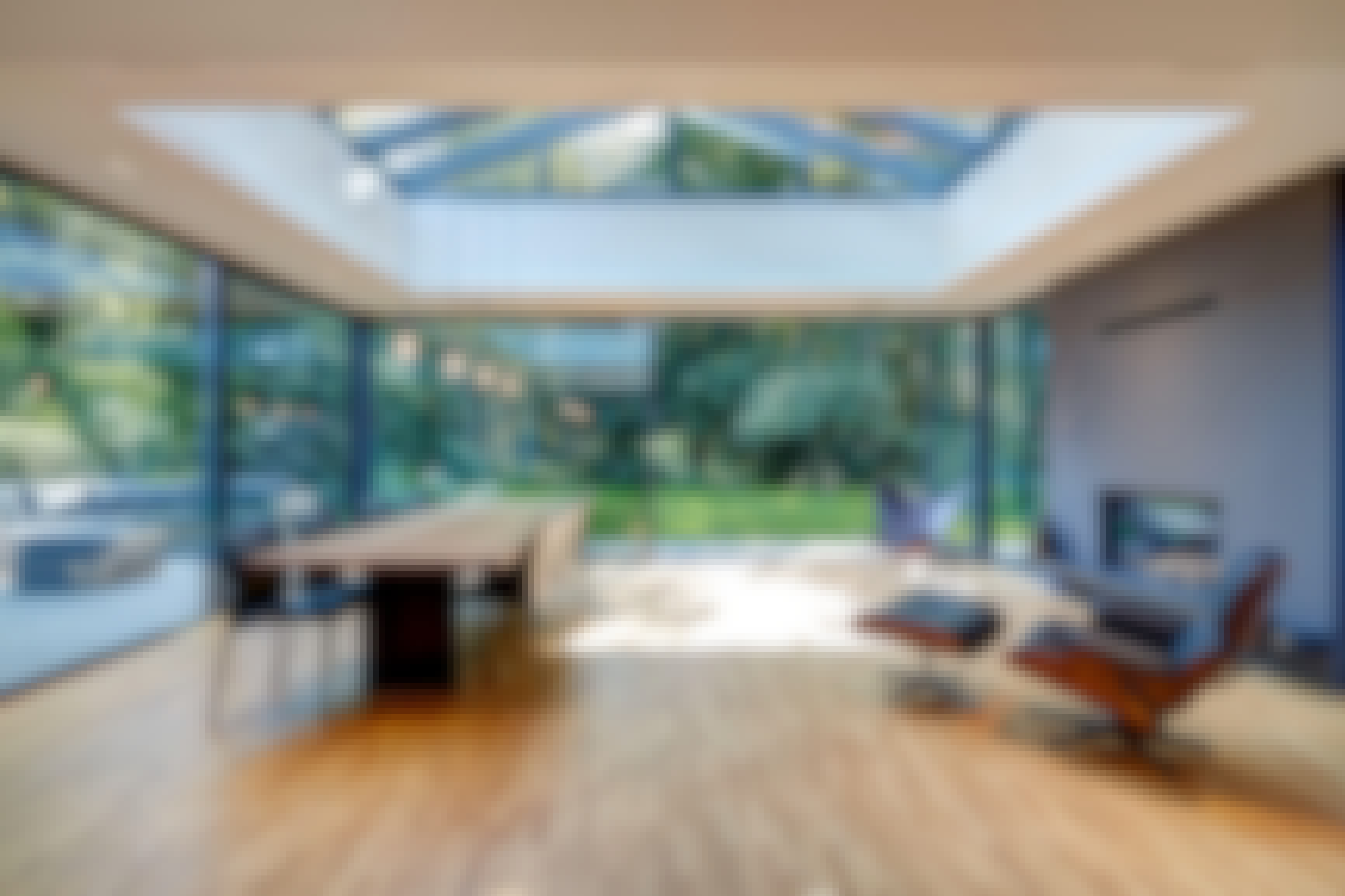 multi-track-sliding-glass-walls-can-open-an-entire-space