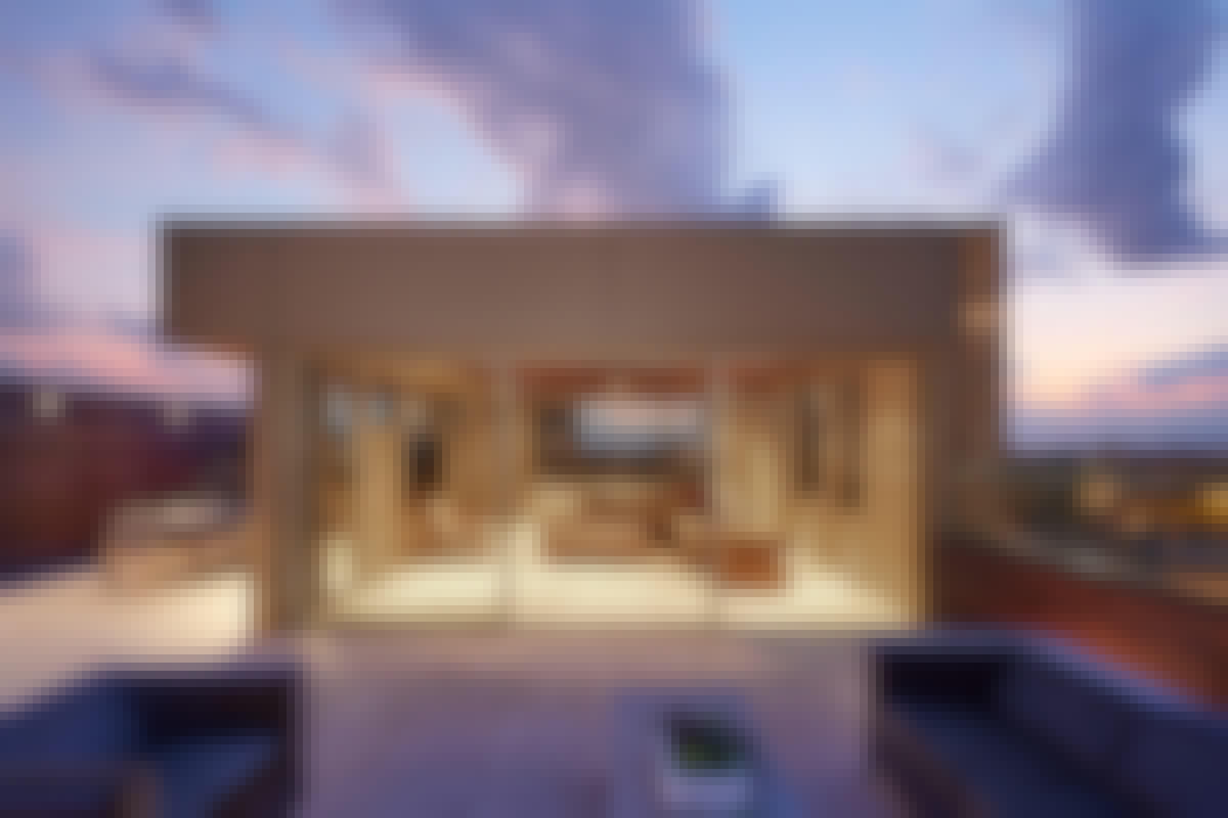 minimal-framed-sliding-system-cero-on-rooftop