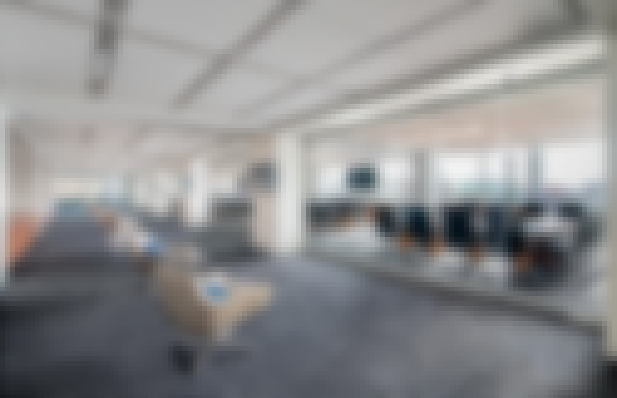closed-single-track-sliding-systems-in-office-design