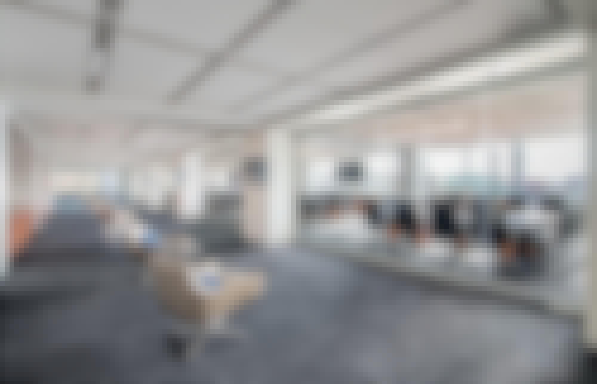 closed-frameless-sliding-glass-walls-in-office-design