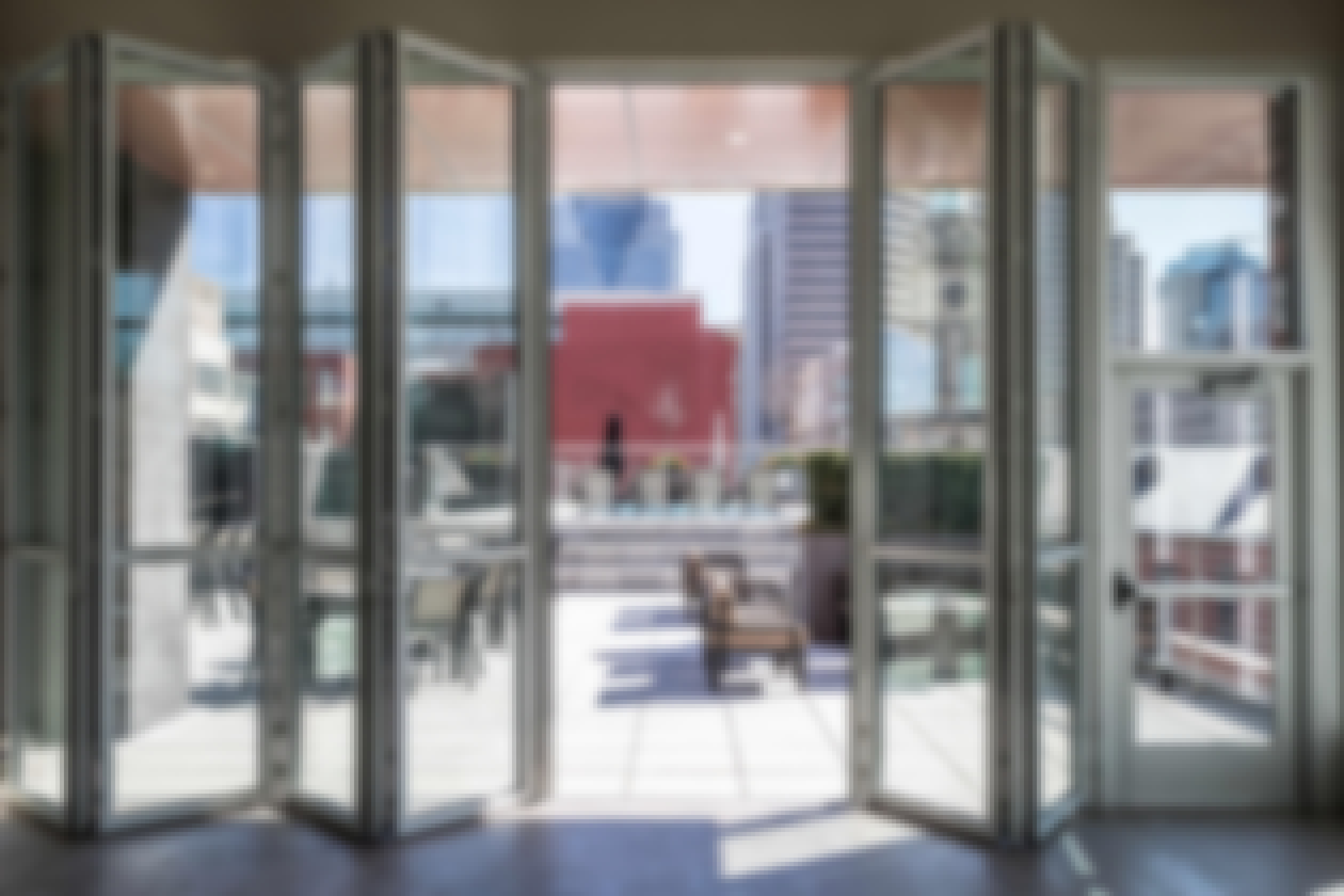 tall-folding-glass-walls-opening-to-multifamily-rooftop