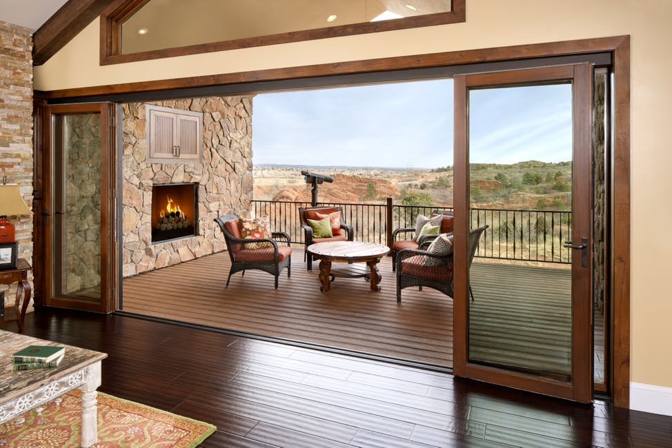 Things-to-know-about-choosing-retractable-glass-walls