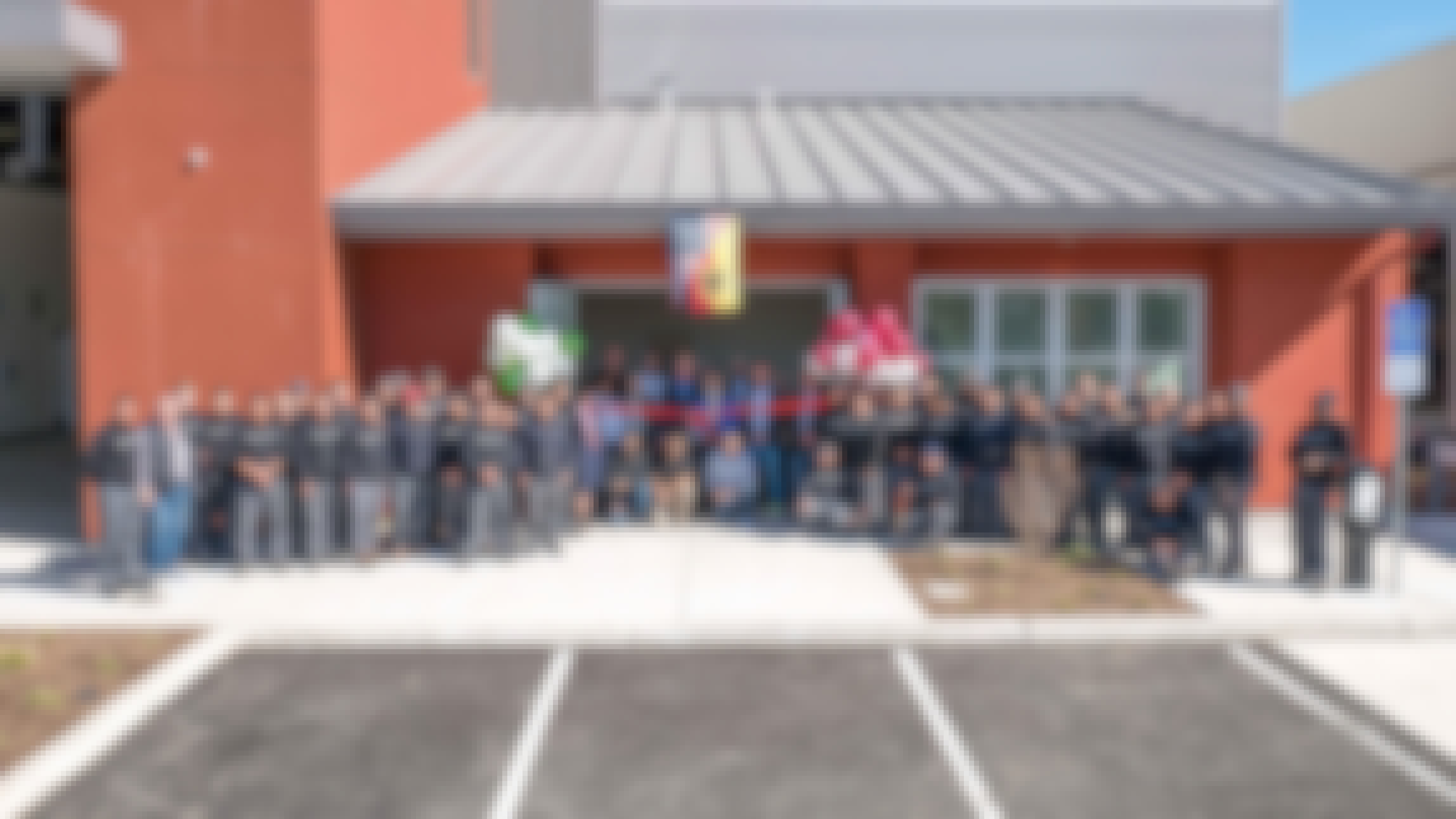 The-Nana-Solarlux-team-in-front-of-new-factory
