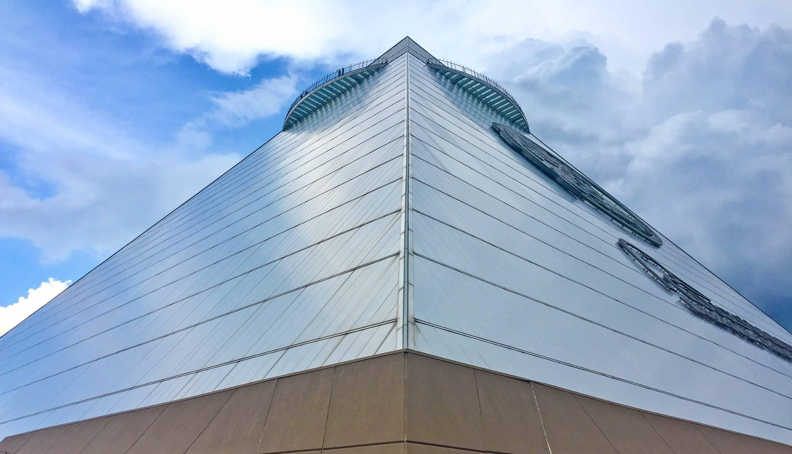 memphis-pyramid-with-nanawall-systems-on-top-floor