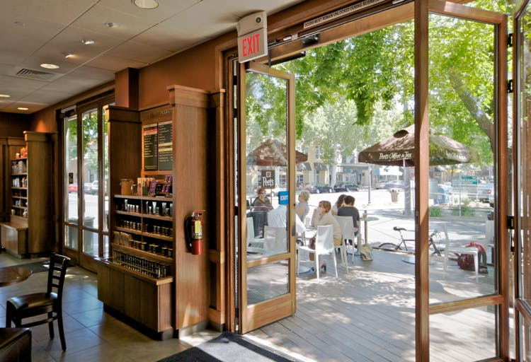 Alternative-to-the-traditional-commercial-glass-entry-door