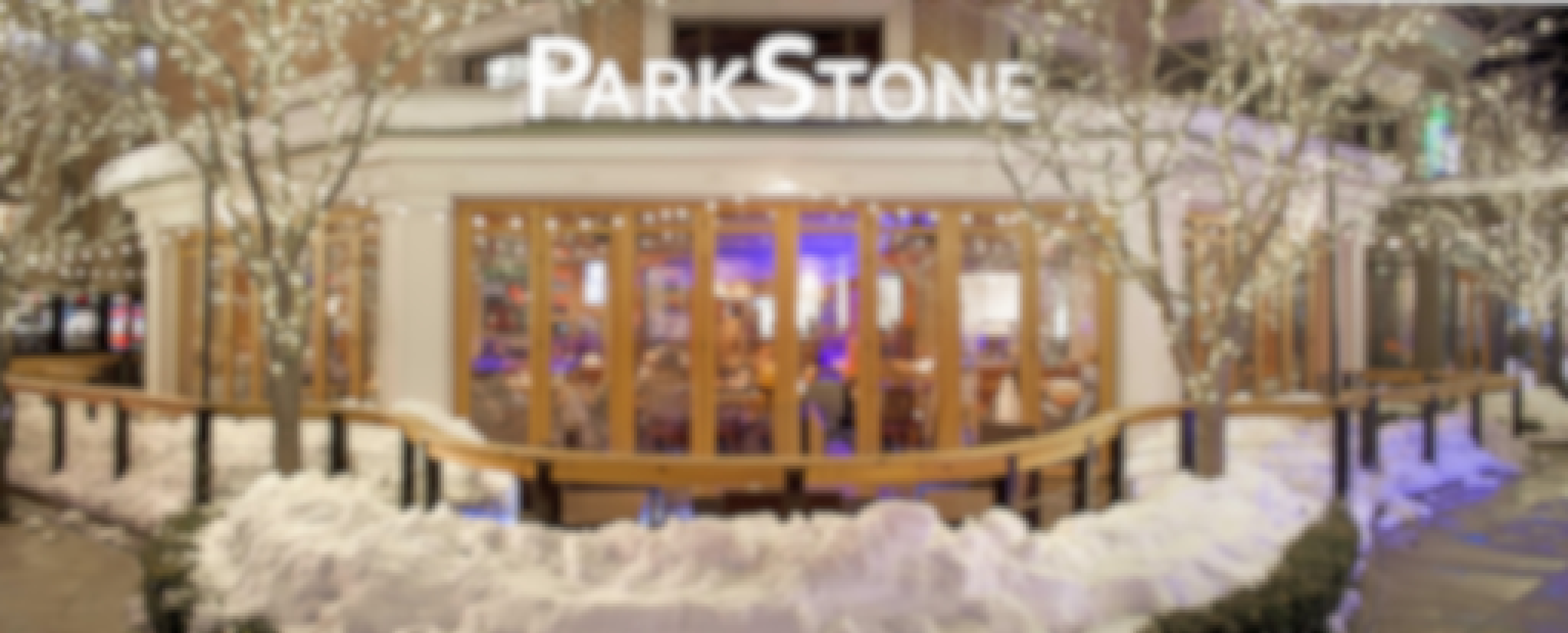 restaurant-with-wood-opening-glass-walls-in-winter