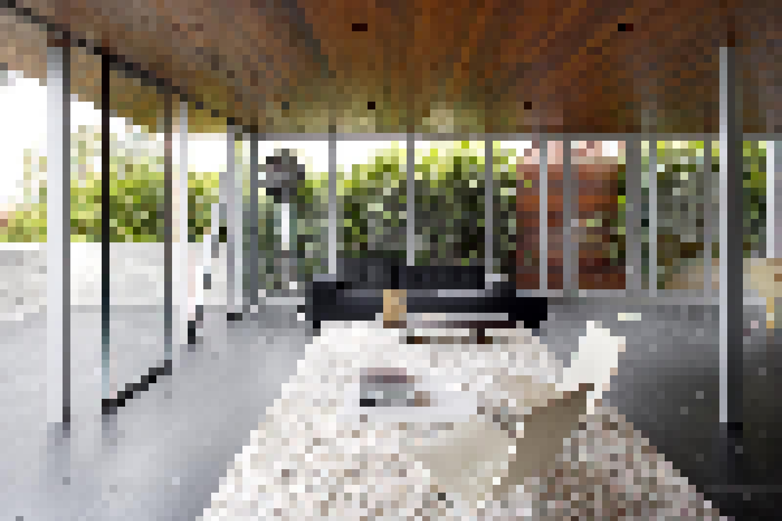 Frameless Center Pivot Glass Walls-features