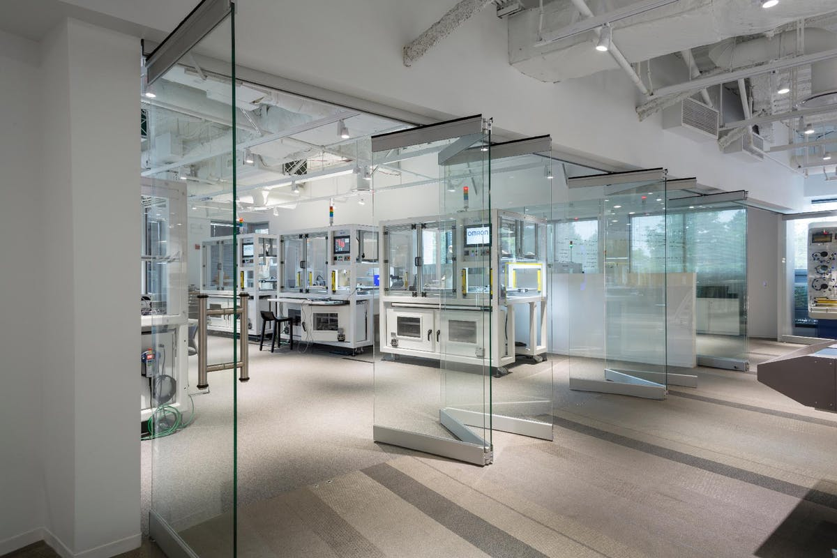 Center Pivot Frameless Glass Walls -CSW75 Product
