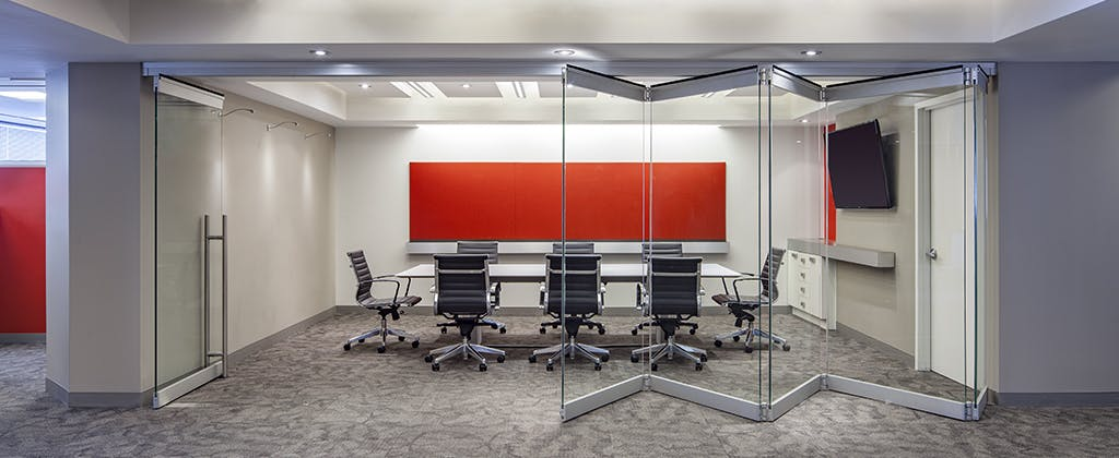 Center Pivot Frameless Glass Walls -Highlights