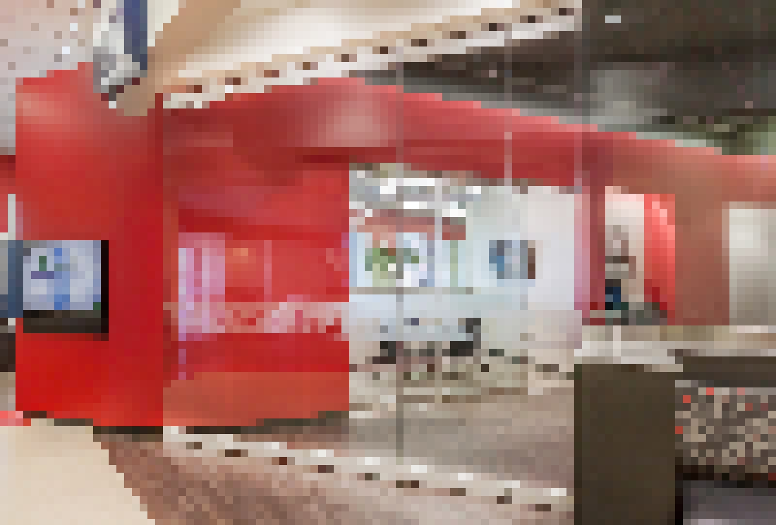 Center Pivot Frameless Glass Walls -features