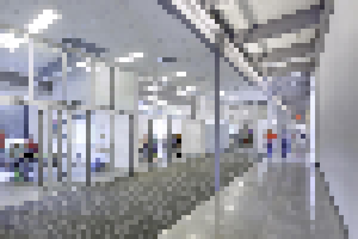 Aluminum Framed Folding Glass Walls SL64 Hollywood Residence