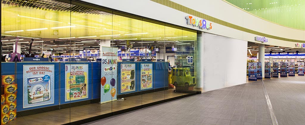 HSW75 Toys R Us with tall panels