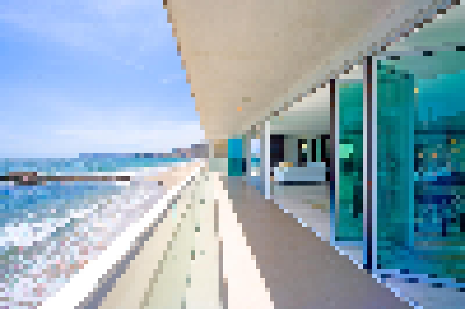 Aluminum Framed Folding Glass Walls SL60 product San Diego Hotel